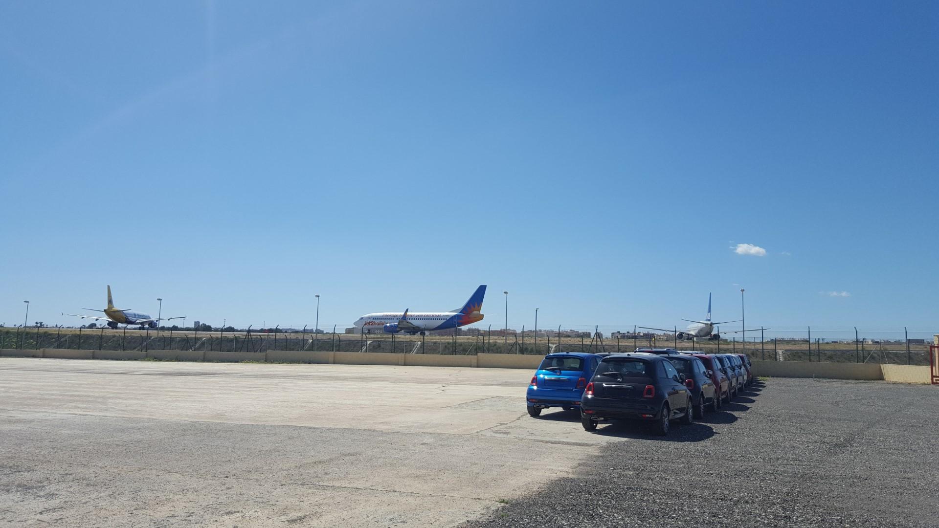 Autovermietung Victoria neben dem Flughafen Alicante
